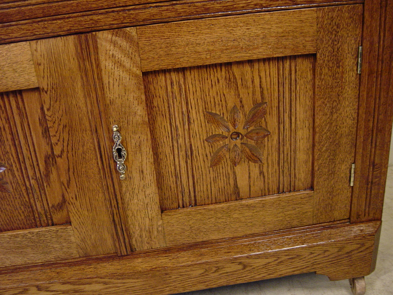 Oak washstand with butterprint carving