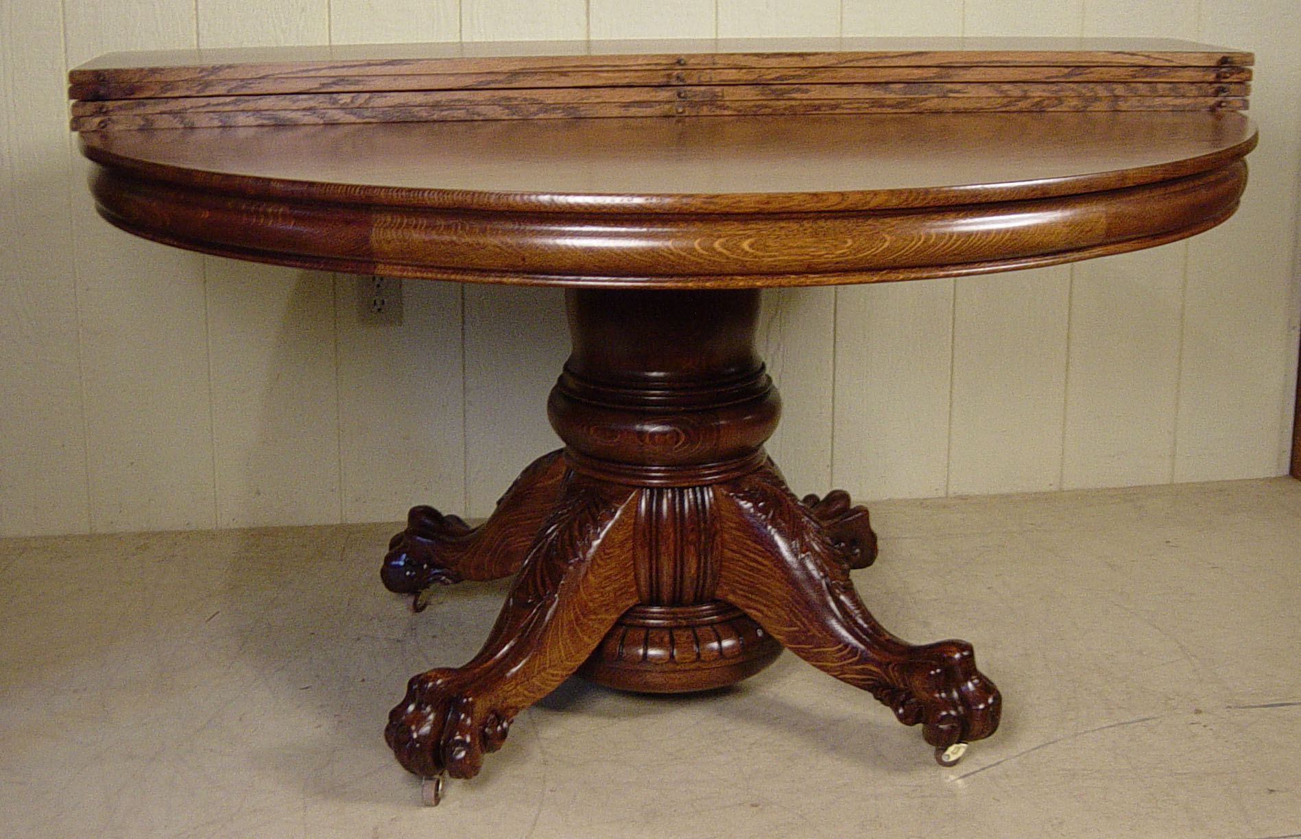 54 round oak hastings table co dining table with 4 leaves for Round oak dining table with leaf