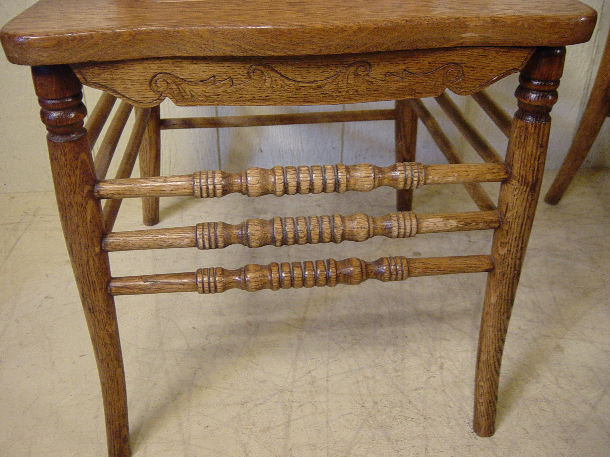 Antique wooden spindle chairs - Dimensions