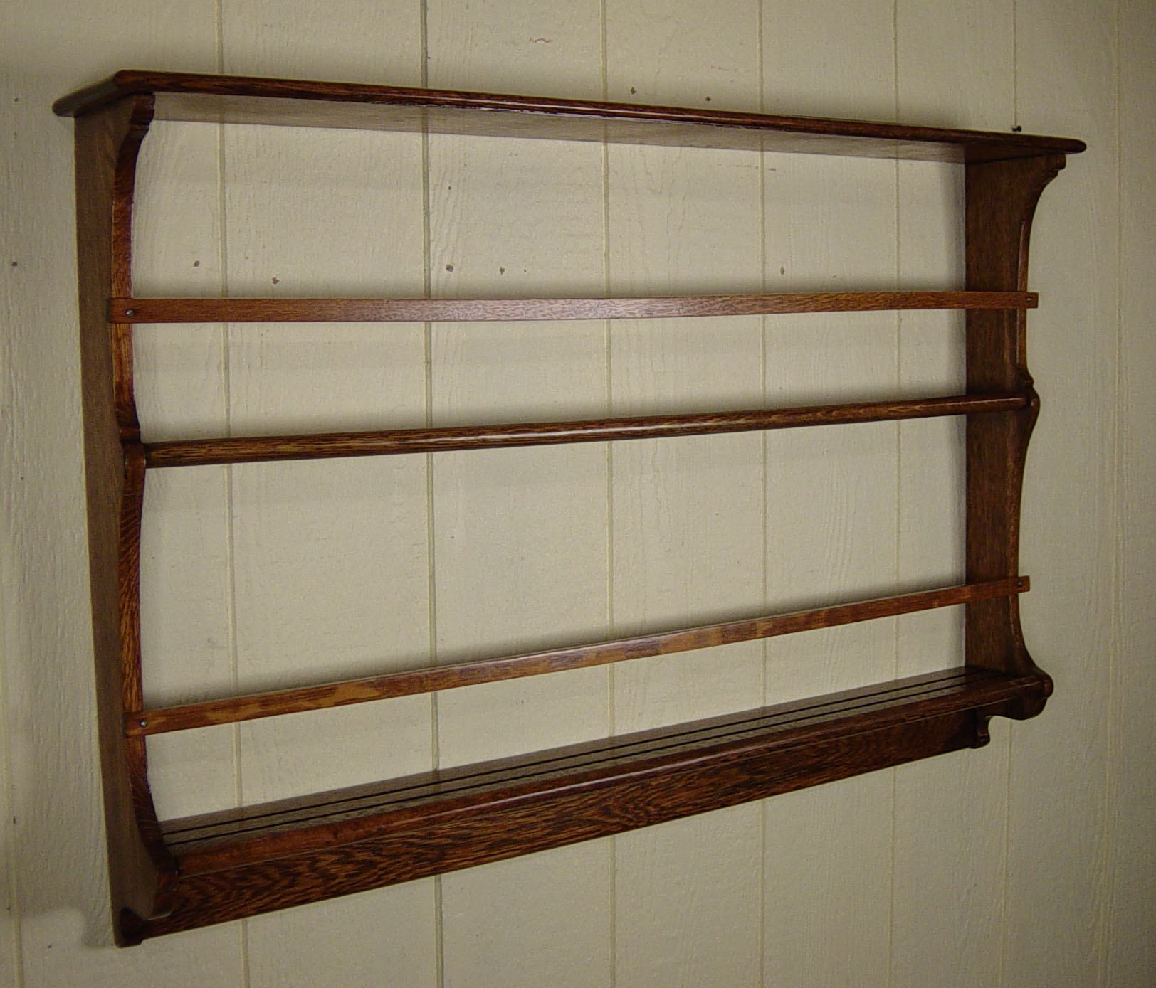 & Hanging Oak Plate Rack